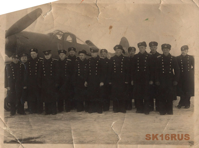 2-ой ГвИАП ВВС СФ. Бойченко М.И. крайний справа. Фото из семейного архива Бойченко А.М.