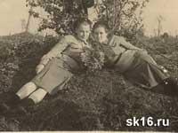 А.Лескина и Тоня Попова. Ваенга 1942 год.