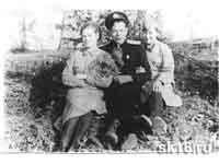 Пунанов И.И.  и девушки краснофлотцы. Северный флот.