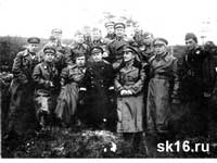 Второй справа - командир 42-го АП ДД Бабенко Андрей Дементьевич, третий  - Командир 36-ой АД ДД Дрянин В.Ф. 07.06.1942 г.