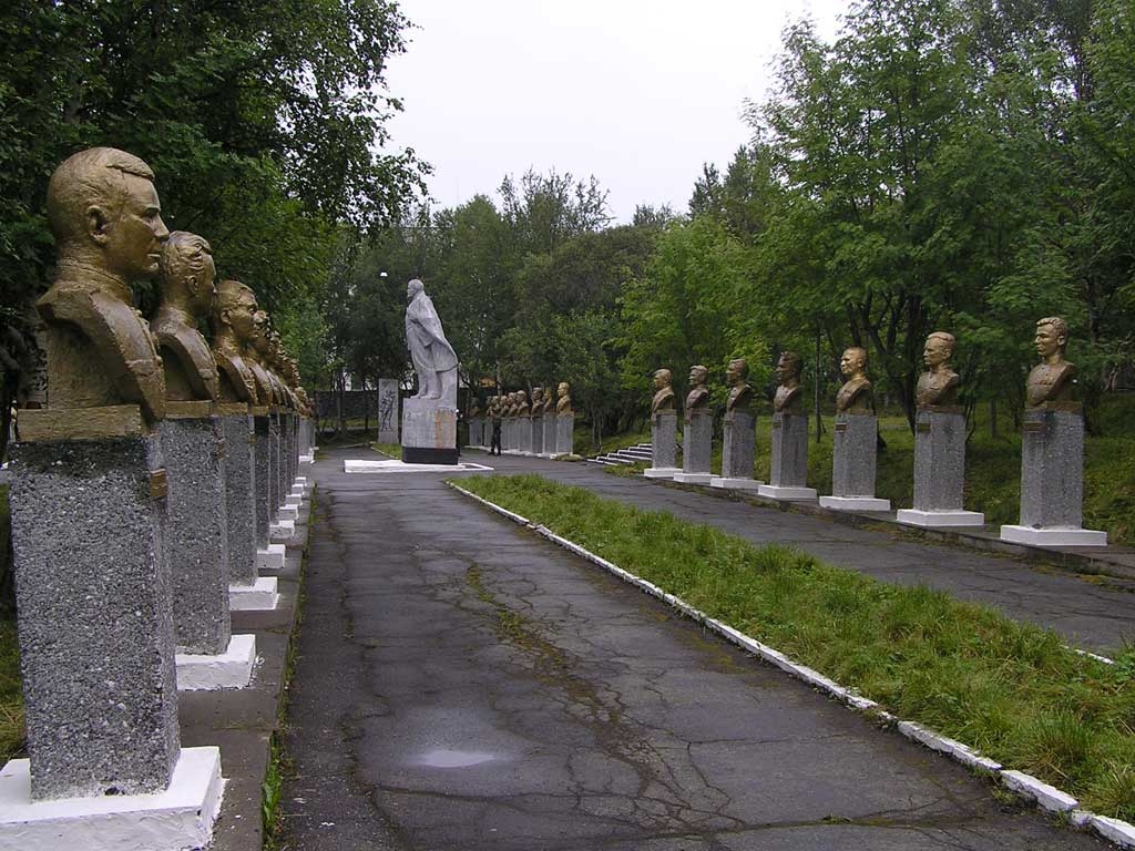 Аллея Героев. Открыта 29 октября 1968 г. в пос. Сафоново. Автор фото: Сорокин Андрей Александрович